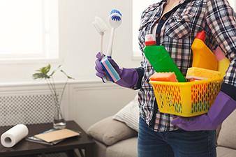 Koronavirüsü evinizden arındırmak için detaylı ev temizliği şart